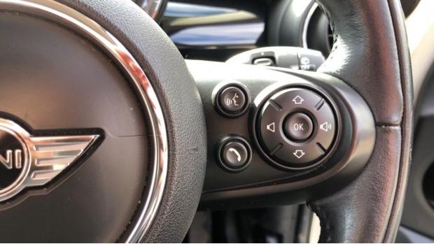 2017 MINI 5-door Cooper (White) - Image: 18