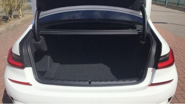 2019 BMW 320d M Sport Saloon (White) - Image: 13