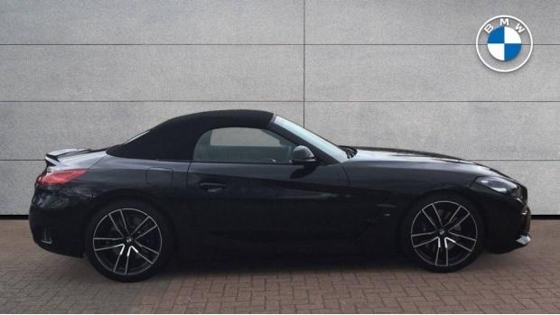 2020 BMW SDrive20i M Sport (Black) - Image: 3