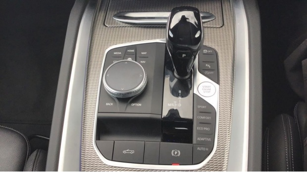 2020 BMW SDrive20i M Sport (Black) - Image: 10