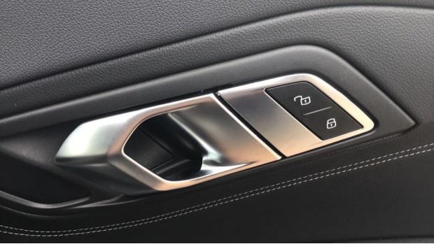 2020 BMW SDrive20i M Sport (Black) - Image: 31