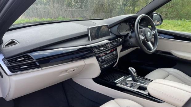 2017 BMW M50d (Black) - Image: 7