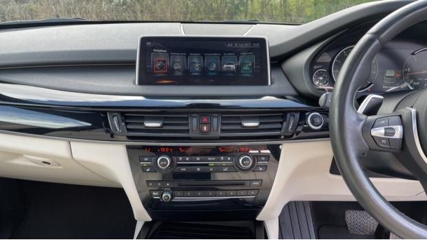 2017 BMW M50d (Black) - Image: 8