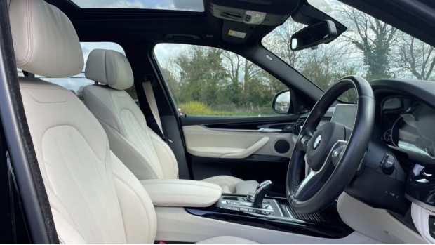 2017 BMW M50d (Black) - Image: 11