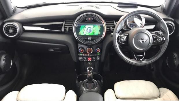 2020 MINI 5-door Cooper S Exclusive (Black) - Image: 4