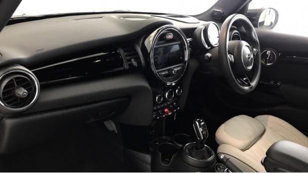 2020 MINI 5-door Cooper S Exclusive (Black) - Image: 6