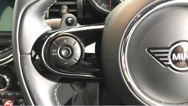 2020 MINI 5-door Cooper S Exclusive (Black) - Image: 17