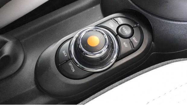 2020 MINI 5-door Cooper S Exclusive (Black) - Image: 19