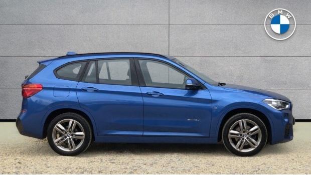 2017 BMW SDrive18d M Sport (Blue) - Image: 3