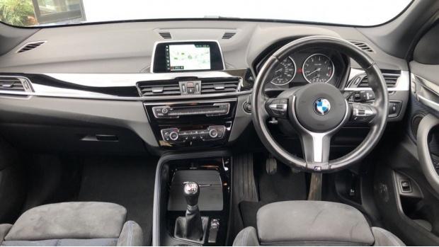 2017 BMW SDrive18d M Sport (Blue) - Image: 4