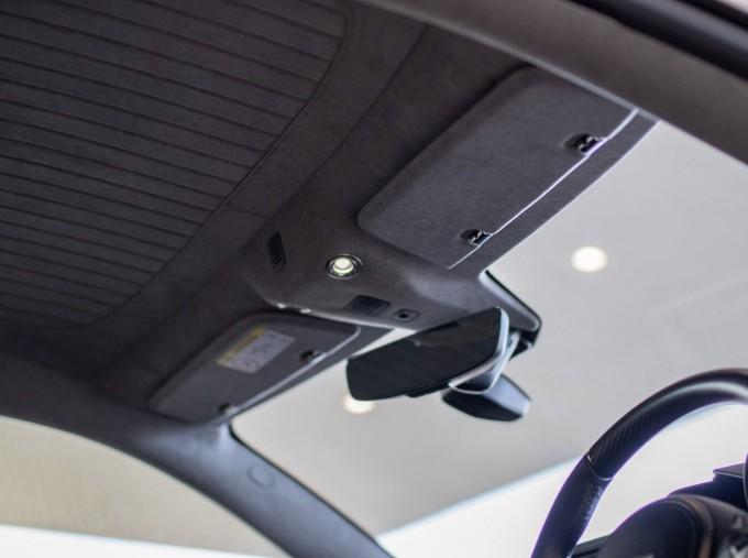 2020 Aston Martin V12 BiTurbo Superleggera OHMSS Auto 2-door (Green) - Image: 17