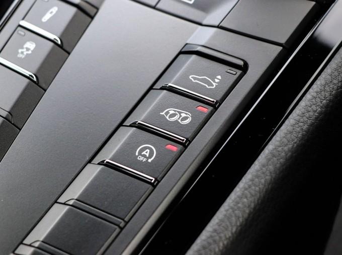 2020 Porsche T 2-door (Black) - Image: 12