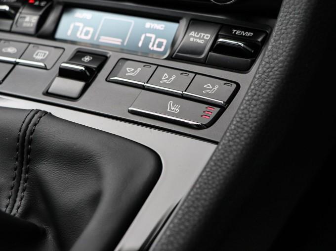2020 Porsche T 2-door (Black) - Image: 16