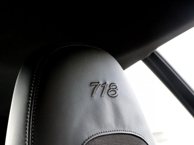 2020 Porsche T 2-door (Black) - Image: 19