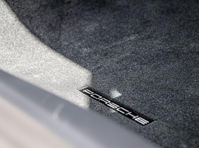 2020 Porsche T 2-door (Black) - Image: 24