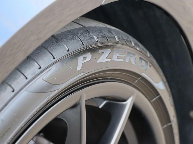 2020 Porsche T 2-door (Black) - Image: 29