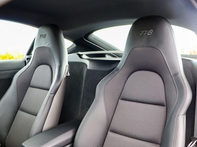 2020 Porsche T 2-door (Black) - Image: 31