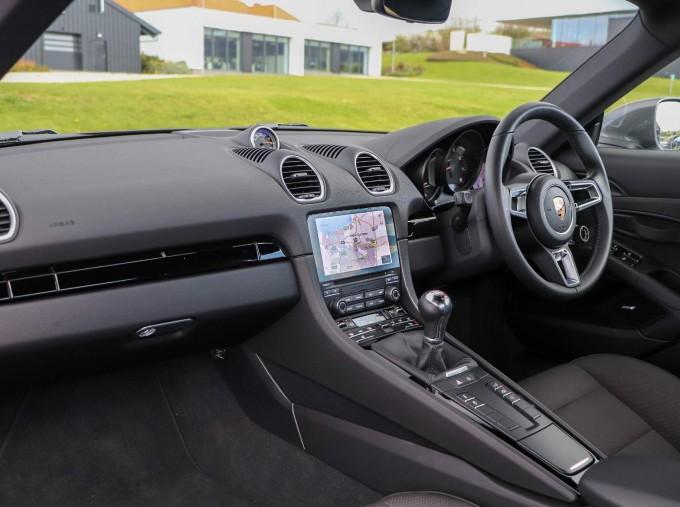 2020 Porsche T 2-door (Black) - Image: 34