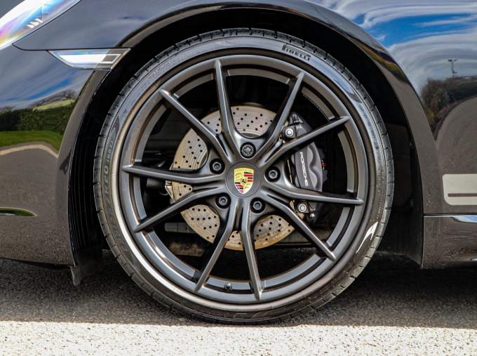 2020 Porsche T 2-door (Black) - Image: 35