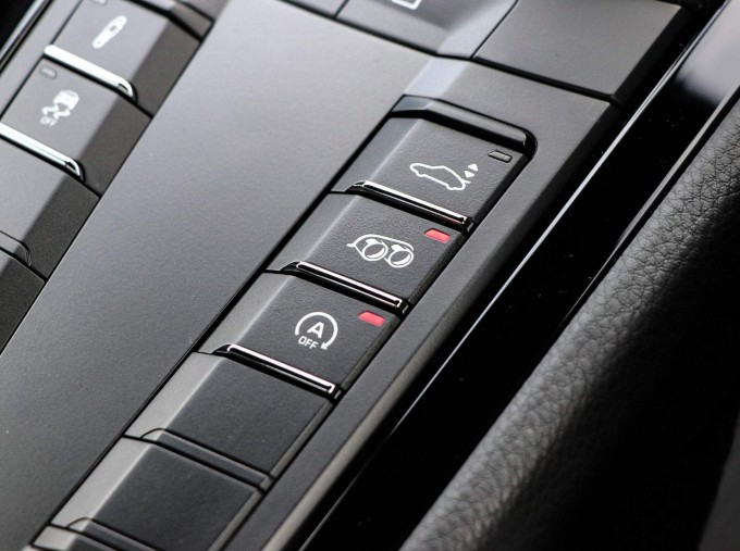 2020 Porsche T 2-door (Black) - Image: 39