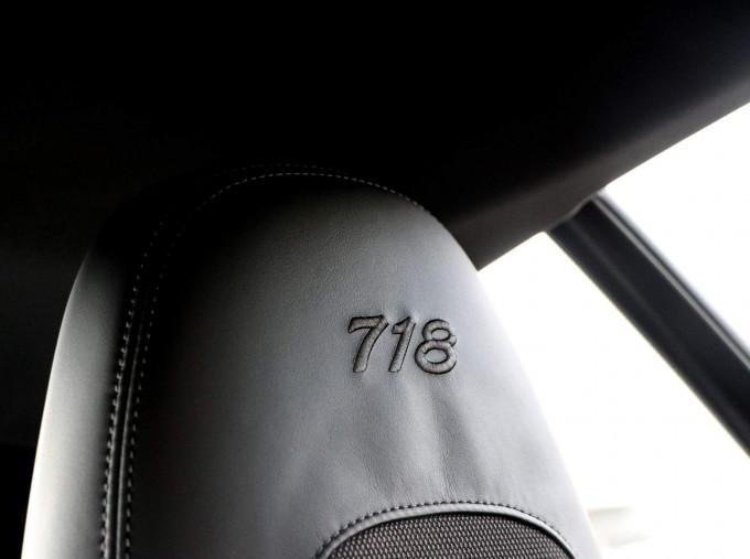 2020 Porsche T 2-door (Black) - Image: 46