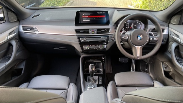 2021 BMW XDrive20d M Sport X (Black) - Image: 4