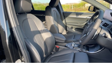 2021 BMW XDrive20d M Sport X (Black) - Image: 11