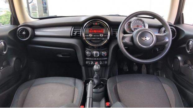2017 MINI Cooper 3-door Hatch (Silver) - Image: 4