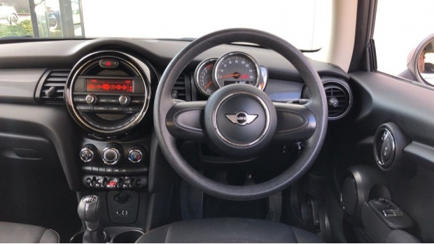 2017 MINI Cooper 3-door Hatch (Silver) - Image: 5