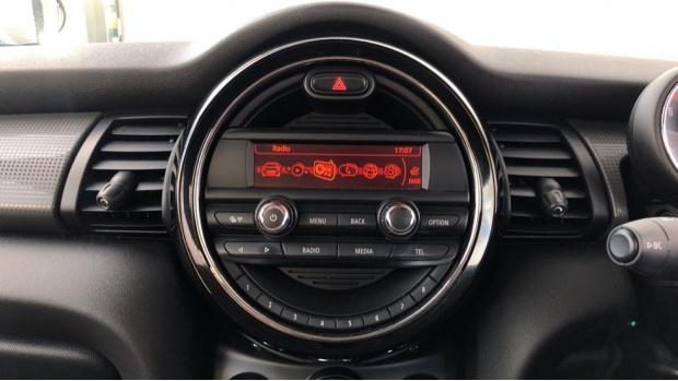 2017 MINI Cooper 3-door Hatch (Silver) - Image: 8