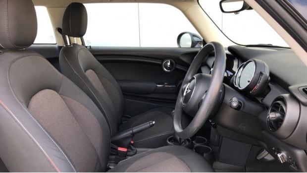 2017 MINI Cooper 3-door Hatch (Silver) - Image: 11