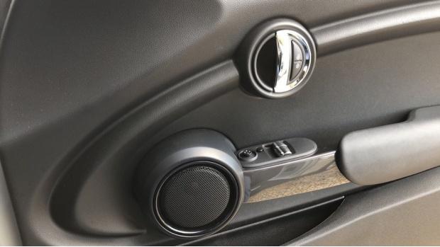 2017 MINI Cooper 3-door Hatch (Silver) - Image: 20