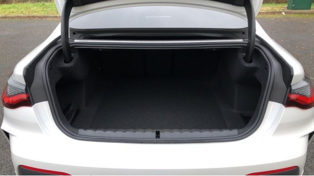 2021 BMW 420i M Sport Coupe (White) - Image: 13