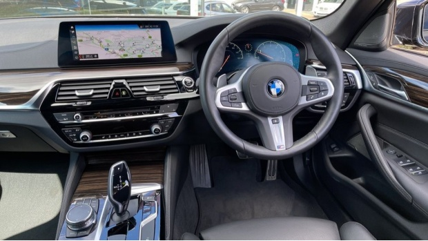 2019 BMW 530i M Sport Saloon (Black) - Image: 5