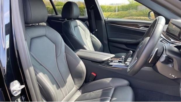2019 BMW 530i M Sport Saloon (Black) - Image: 11
