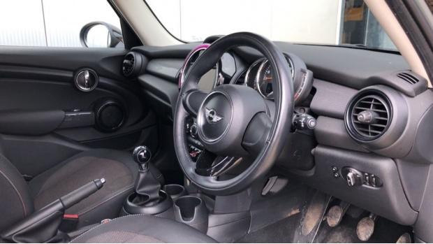 2017 MINI 5-door Cooper (Grey) - Image: 6