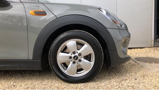 2017 MINI 5-door Cooper (Grey) - Image: 14