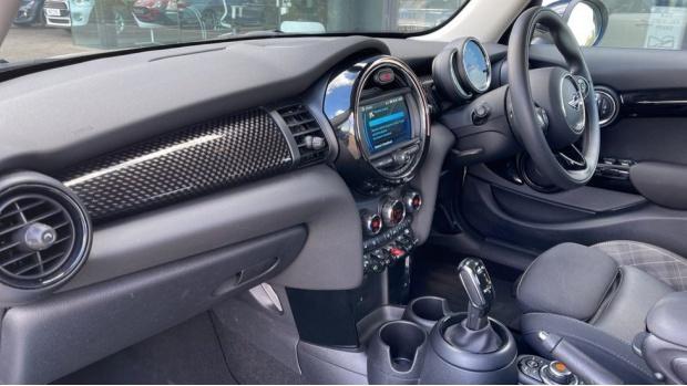 2018 MINI 5-door Cooper S Classic (White) - Image: 7