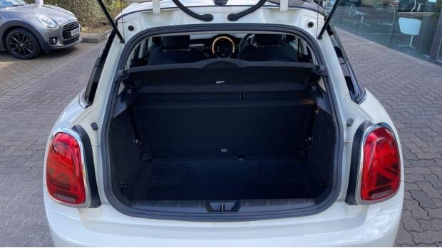 2018 MINI 5-door Cooper S Classic (White) - Image: 13