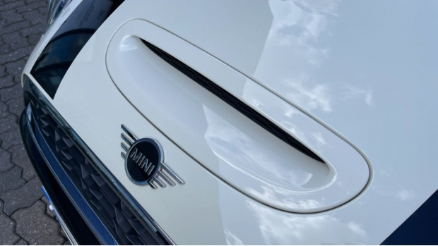 2018 MINI 5-door Cooper S Classic (White) - Image: 31