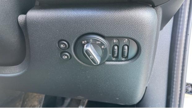 2018 MINI 5-door Cooper S Classic (White) - Image: 39
