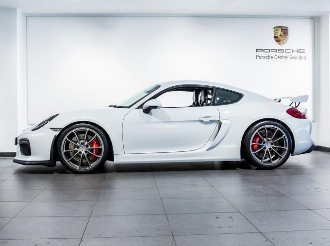 2016 Porsche 981 GT4 2-door (White) - Image: 5