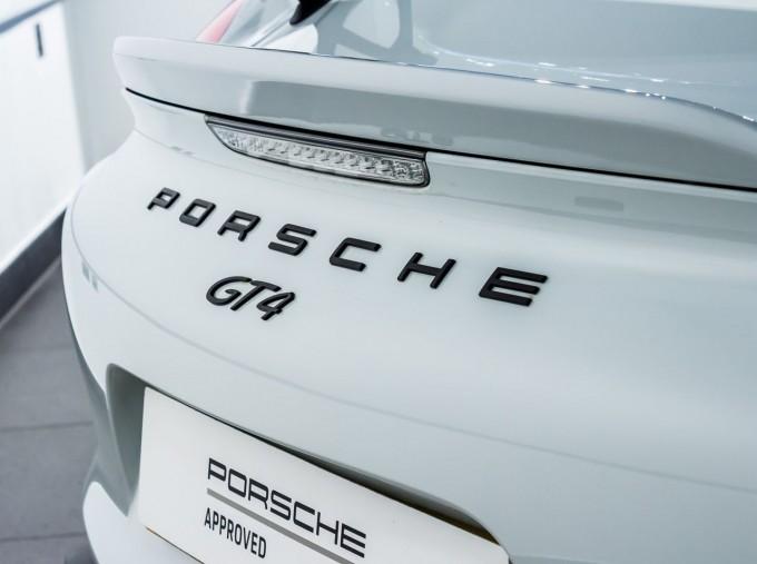 2016 Porsche 981 GT4 2-door (White) - Image: 8
