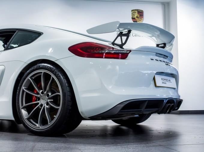 2016 Porsche 981 GT4 2-door (White) - Image: 11