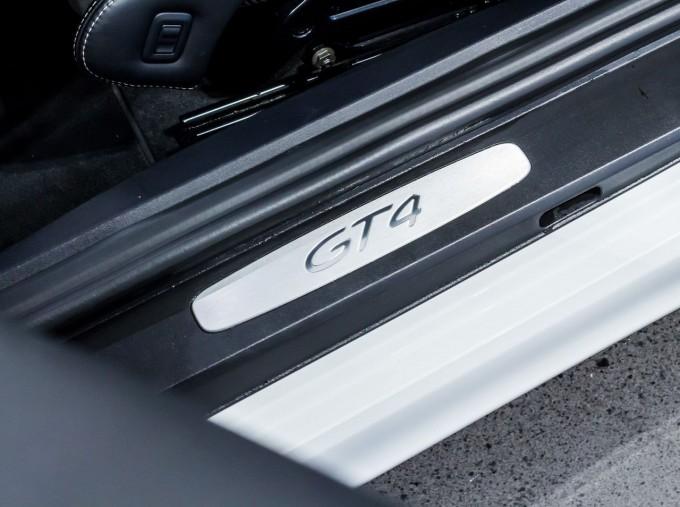 2016 Porsche 981 GT4 2-door (White) - Image: 39