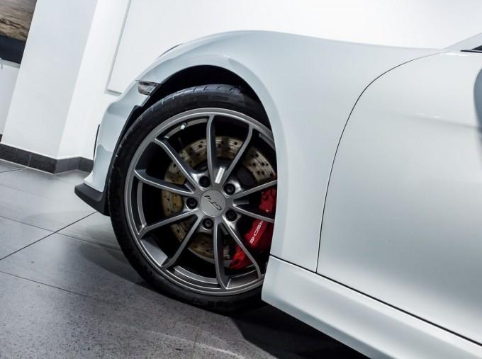 2016 Porsche 981 GT4 2-door (White) - Image: 42
