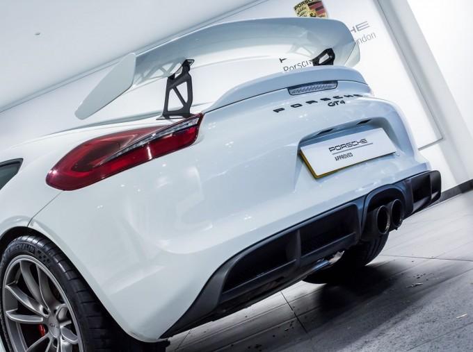 2016 Porsche 981 GT4 2-door (White) - Image: 44