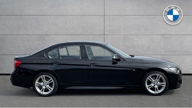 2017 BMW 320i M Sport Saloon (Black) - Image: 3