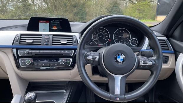 2017 BMW 320i M Sport Saloon (Black) - Image: 5