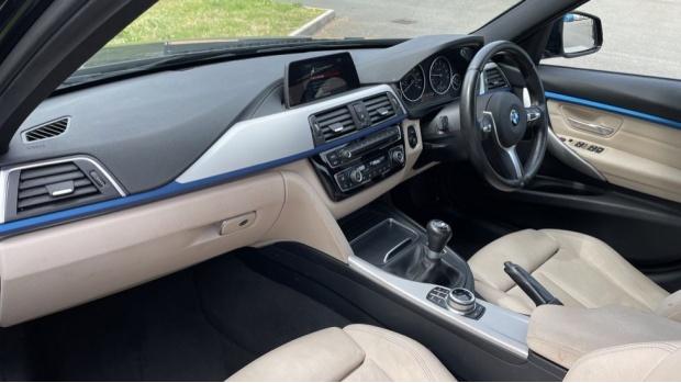 2017 BMW 320i M Sport Saloon (Black) - Image: 7